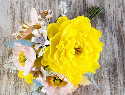 fiori di carta bambini lavoretti con la carta crespa mamma felice