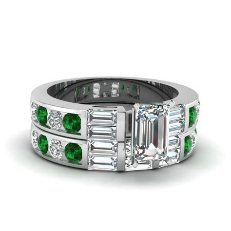 emerald cut wedding ring set with green emerald in