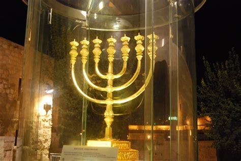 candelabro fotos os significados da menorah do tabern 225 culo e do templo