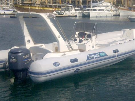 Location bateau semi rigide Capelli 750 Location de bateau, Location de voilier, location