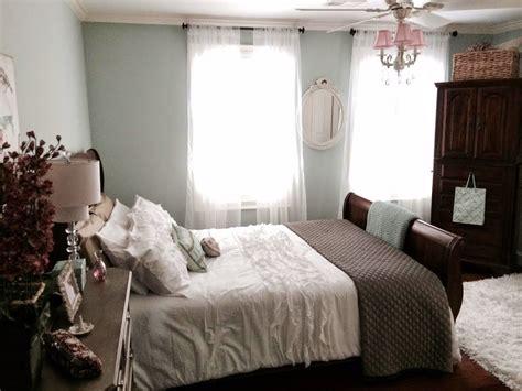 maison decor shabby chic style with dark furniture