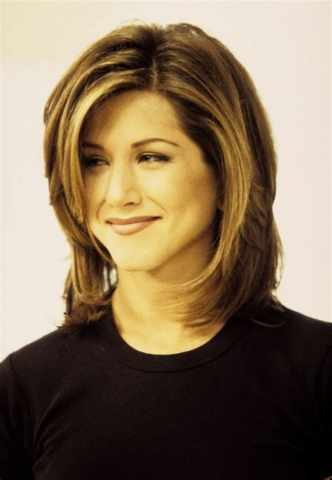 pictures of women wearing the rachel haircut 25 best ideas about rachel haircut on pinterest rachel