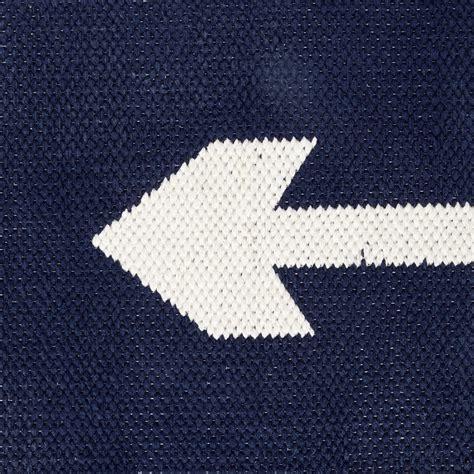 arrow rug 8x10 navy arrow rug the land of nod