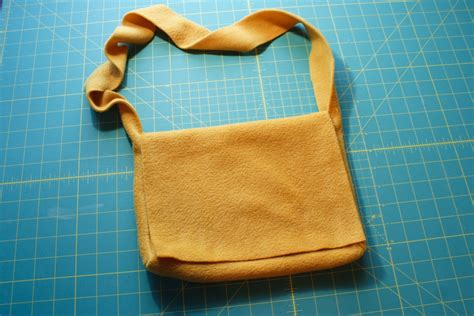 how to make a purse with make an easy fleece messenger bag chica and jo