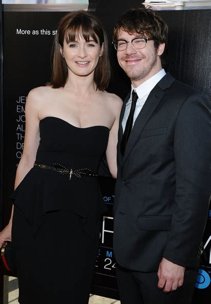 john gallagher jr girlfriend john gallagher jr pictures premiere of hbo s quot the