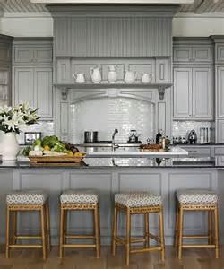 Impressionnant Repeindre Meuble En Bois #4: 1-repeindre-une-cuisine-repeindre-les-meubles-de-cuisine-la-cuisine-grise-meubles-de-cuisine-gris.jpg