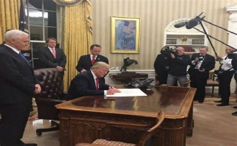 trump changes to oval office donald trump renovates oval office on day 1 know all
