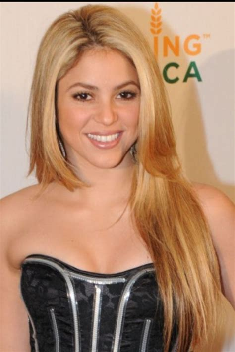 shakira s hair is amazing hair pinterest shakira long straight hair hair i love pinterest