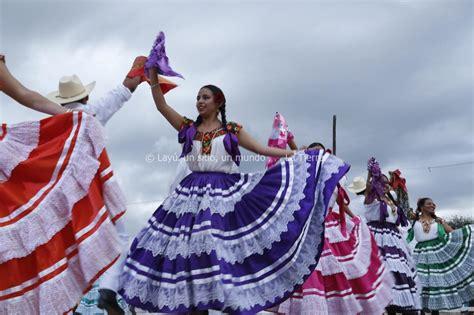 libro el baile de las la chilena y el baile de pinotepa nacional lay 250 un sitio un mundo la tierra ensayo
