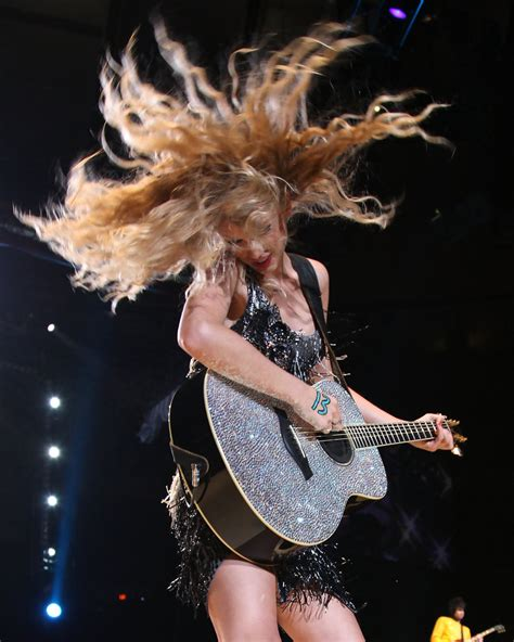 who is guitar player in direct tv ad who is the guitar player in the directv ad taylor swift