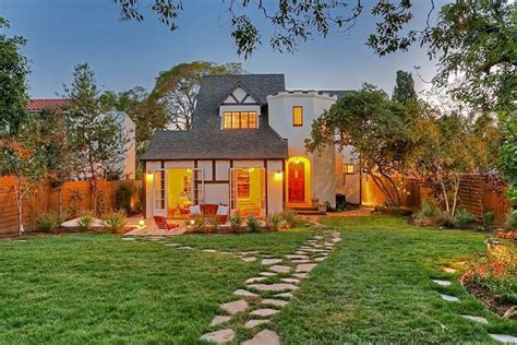 silver lake california house comes with its own