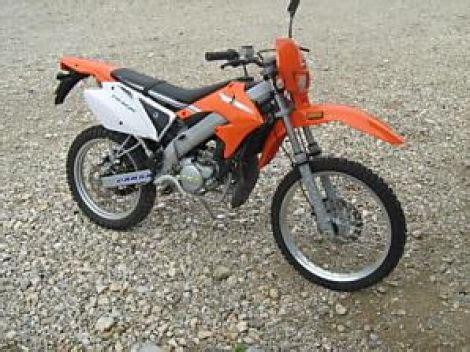 125er Motorrad Versicherungskosten by Kaufentscheidung Ddr Moped Oder Moderne 50er Enduro
