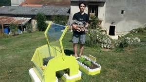 notre coll 233 gien de 14 ans inventeur du robot jardiner
