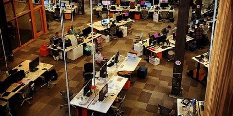 Meja Kantor Baru zuckerberg pamer meja kerja di kantor baru