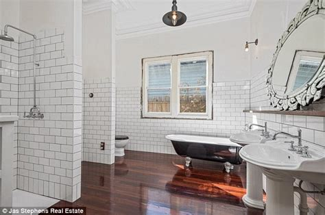bathroom auctions melbourne melbourne couple pay 1 16m for a cottage with no kitchen