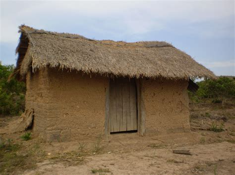 Cottage Wall by File Thatched Cottage Anh Ground Wall Of The Central