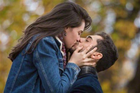 giochi si baciano nel letto sai cosa pensano i ragazzi mentre ti baciano radio 105