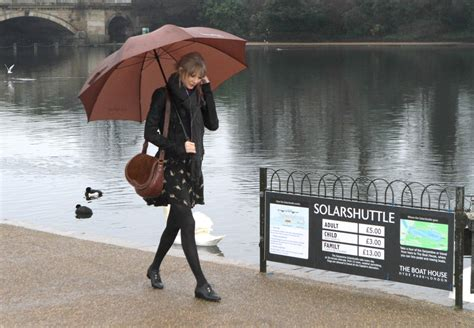 taylor swift style hyde park taylor swift in taylor swift visits hyde park in london