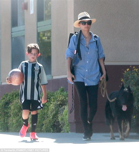 mom walks in on boy dressed as a girl funny as it gets super mom and pet friendly nicole richie walks her dog