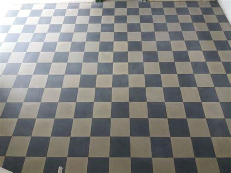 pavimenti a scacchi cool un pavimento a scacchi di color nero e grigio with