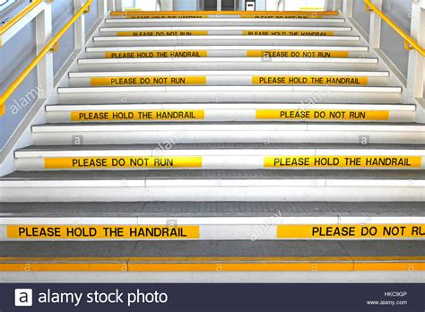 absturzsicherung treppe health and safety stairs yellow repetitive visible warning