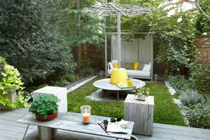 Backyard Decor by Cool Small Backyard Ideas