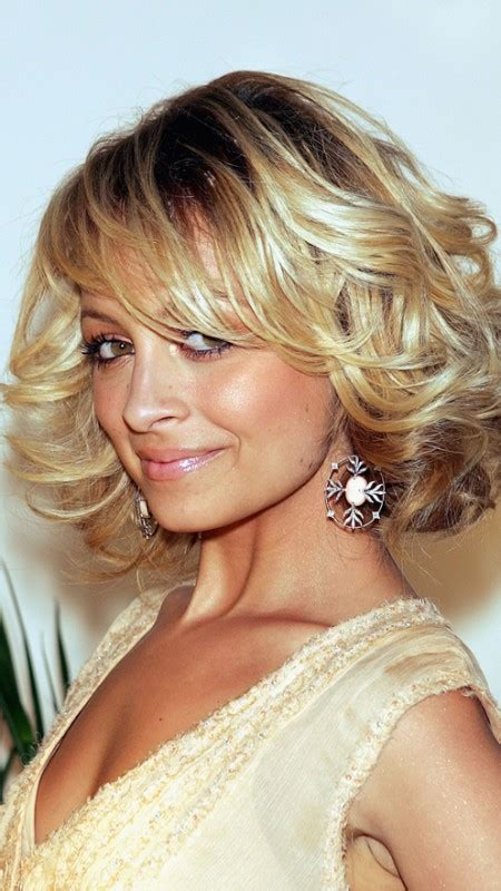 nicole richie blonde bob 2017 gorgeous celebrities with short curly haircuts new