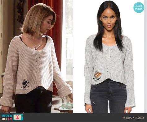 Dunphy Wardrobe by Wornontv Haley S Grey Ripped Sweater On Modern Family