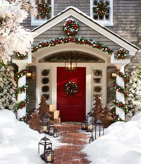 someone to decorate my home for christmas best 25 christmas house decorations ideas on pinterest