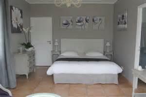 notre chambre lavande lit king size et baignoire d angle