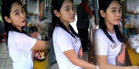 penjual  wajahnya cantik banget bikin konsumen cowok