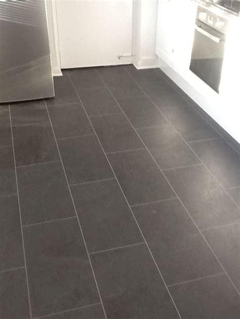 Cheap White Tiles For Bathrooms by Best 25 Vinyl Flooring Bathroom Ideas On