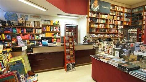 80 mundos libreria cinco librer 237 as que merece la pena visitar en alicante
