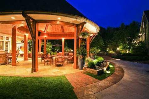 uplighting  lush greens home building design