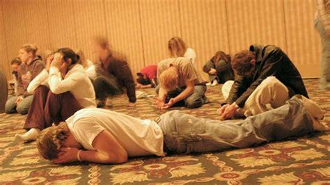 imagenes orando a dios jovenes cristianos orando www imgkid com the image kid