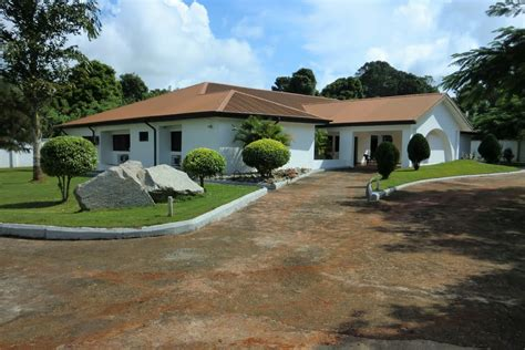 Different Houses Panoramio Photo Of The White House Uromi Nigeria