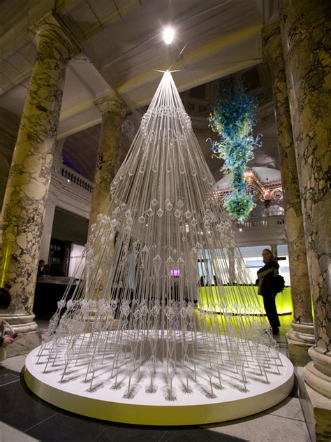christmas tree installation by studio roso victoria and