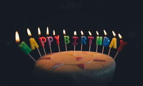 gambar ulang tahun kue ulang tahun lilin api makanan selamat ulang tahun kue kue