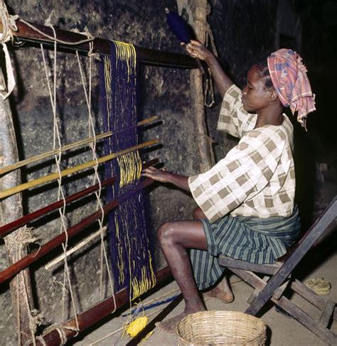 weaving for nigeria ladies africa yoruba woman weaving in aran orin kwara state