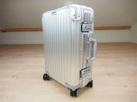 rimowa cabin luggage 4 reasons to buy the rimowa topas cabin multiwheel 32 0l