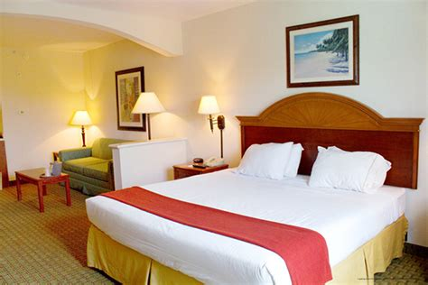 rooms to go clermont fl cheap orlando vacation at the crown club inn