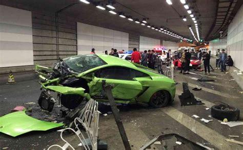 Crash Lamborghini Driver Crashes Lamborghini Into Friend S Trashes Both