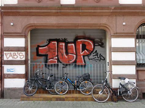 garage frankfurt shutter garage door graffiti in frankfurt stadtkind