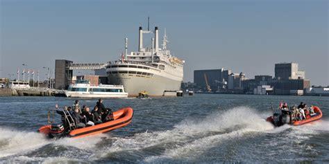 boten in rotterdamse haven rondvaart door de rotterdamse haven
