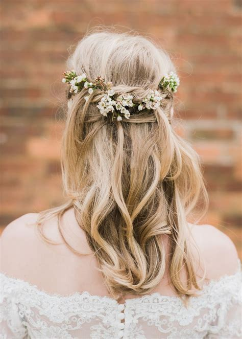 Wedding Hairstyles With Hair by Dress Up Your Wedding Hairstyle With Fresh Flowers