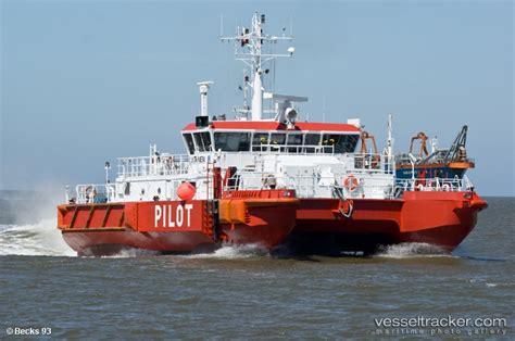 catamaran vs monohull capsize pilot and container ship collide shipwreck log shipwreck log