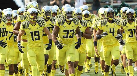 oregon ducks 2015 2016 uniforms ranking the pac 12 s 2015 football uniforms