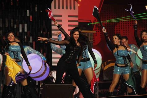 who is performing on new years parineeti chopra rocking performance at glitterati 2013 aamby valley city on new year