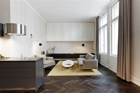 fischgrätenparkett wohnbereich mit sideboard und wandschrank modern