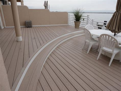 Plastic vs Composite decking ? pros and cons of materials